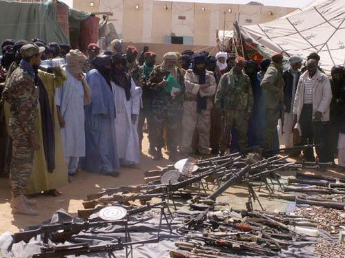 Sécurité au Sahel et désarmement du Polisario dans Soutien des ONG remisedesarmesparlesrebellesatessalit022009